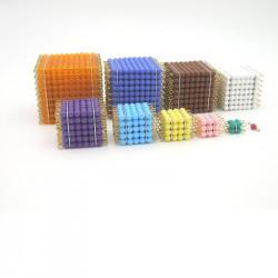 Cubes de perles colorées
